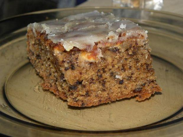 Ciasto jabłkowo-orzechowe z lukrem
