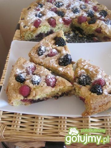 Ciasto jeżynowo-malinowe z cukrem pudrem