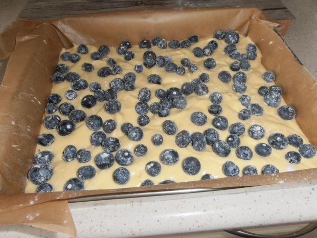 Ciasto jogurtowe z borówką amerykańską