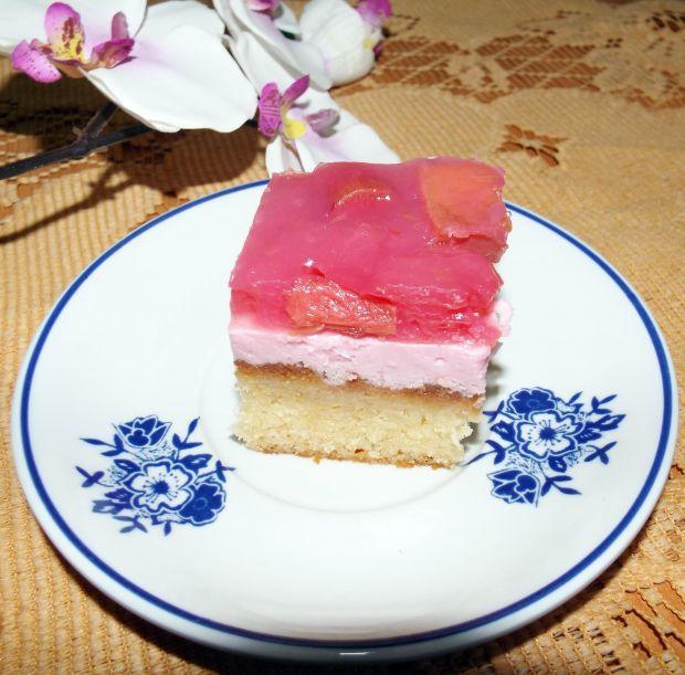 Ciasto jogurtowe z pianką i frużeliną rabarbarową