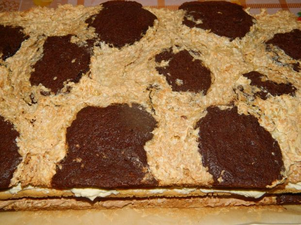 Ciasto kakaowo-kokosowe z masą z batonikami Ikar