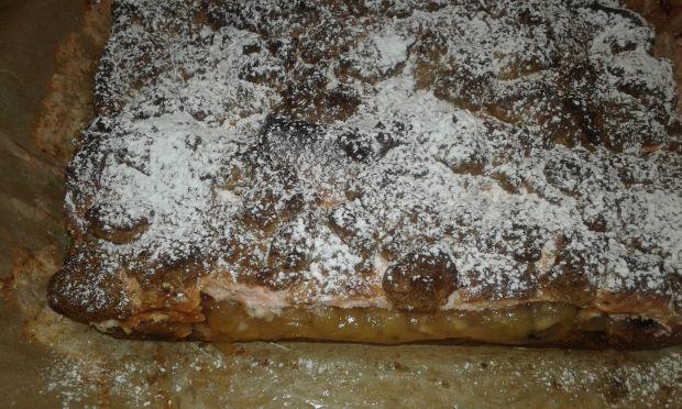 Ciasto kruche z karobem i jabłkami prażonymi