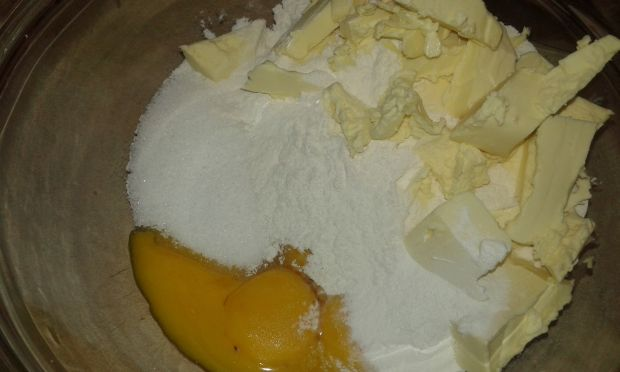 Ciasto kruche z malinami i borówkami amerykańskimi