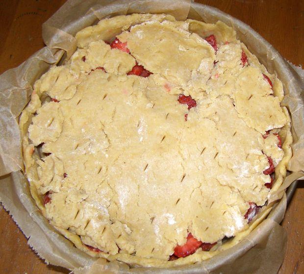 Ciasto kruche z marcepanem i truskawkami