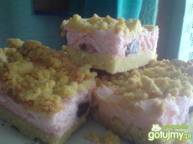 Ciasto kruche z pianką i owocami
