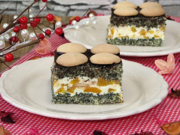 Ciasto makowe z kremem i brzoskwiniami