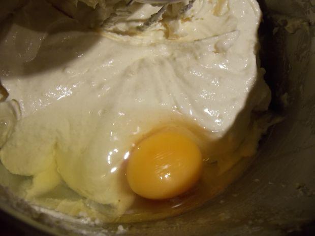 Ciasto marcepanowe ze śliwkami