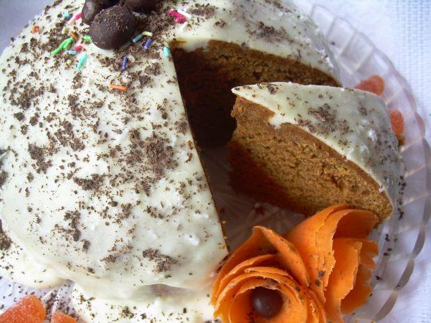 Ciasto marchewkowe z polewą serkową