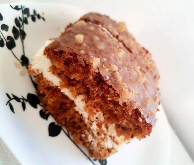 Ciasto marchewkowo-orzechowe