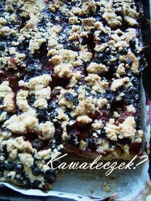 Ciasto maślankowe z jagodami i truskawka