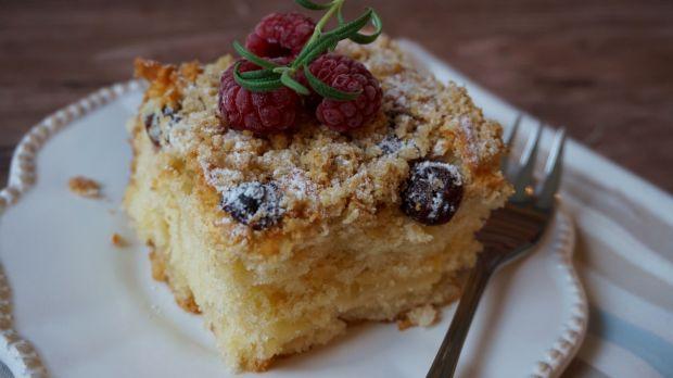 Ciasto migdałowo-cytrynowe z owocami