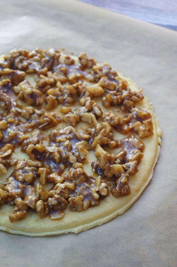 Ciasto miodowe z orzechami