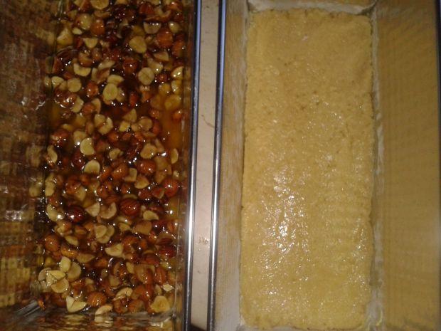 Ciasto miodowe z orzechami i kremem budyniowym