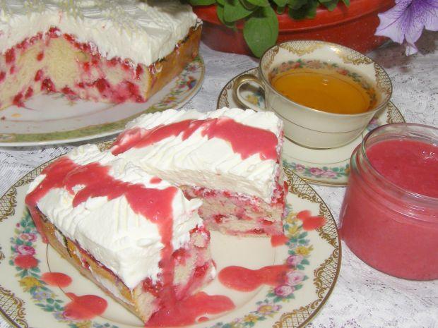 Ciasto mocno porzeczkowe z bitą śmietaną i musem