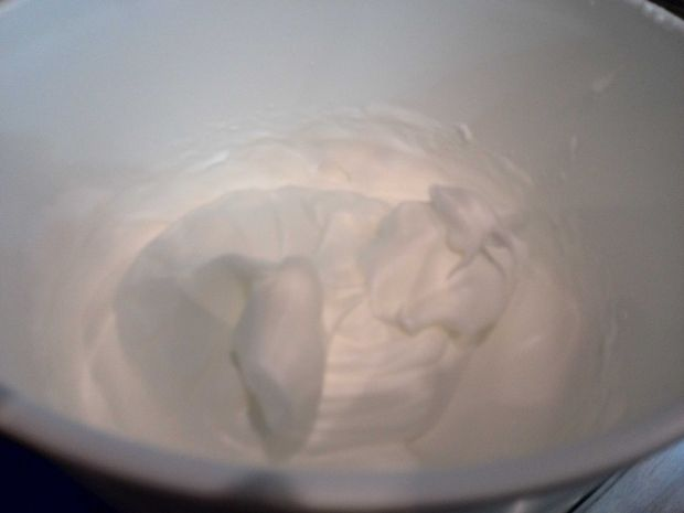 Ciasto na białkach z gruszkami