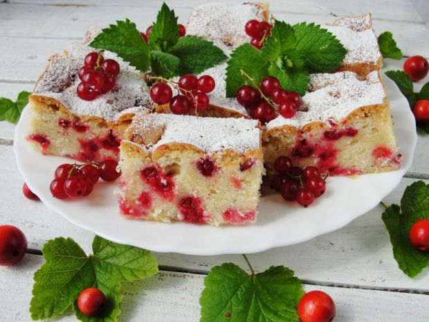 Ciasto na oleju z czerwoną porzeczką