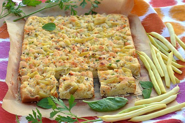 Ciasto na sodzie z kurczakiem, serem i fasolką
