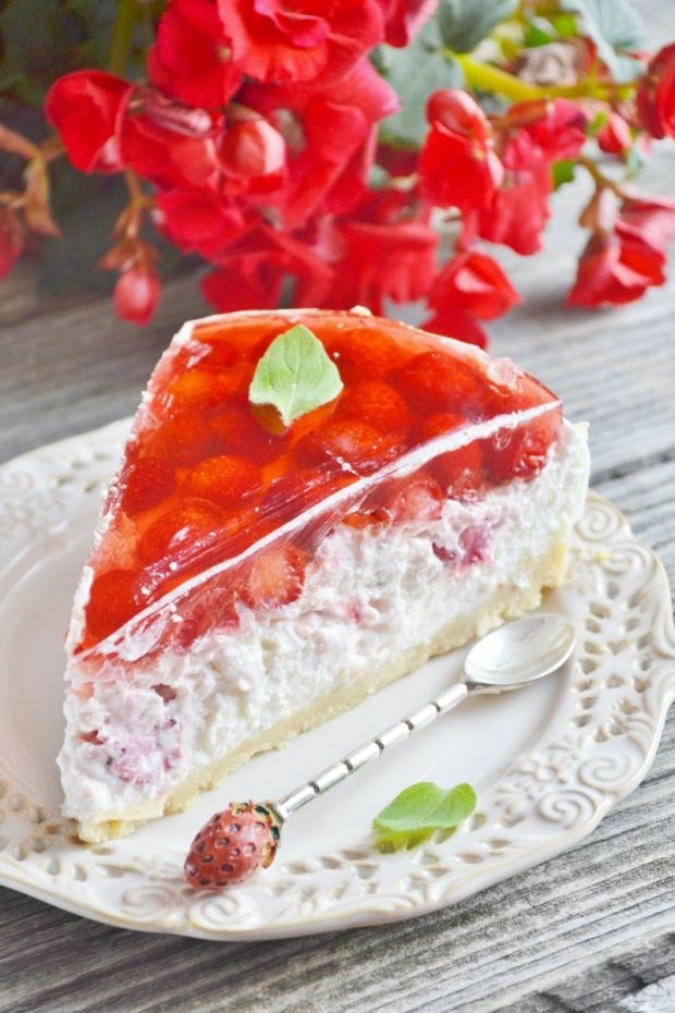 Ciasto na zimno z truskawkami i kaszą jaglaną