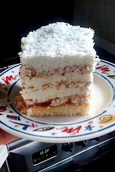 Ciasto rafaello z brzoskwiniami i herbatnikach