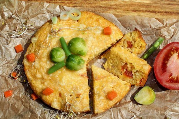 Ciasto serowe z tuńczykiem, pomidorem i kawałkami