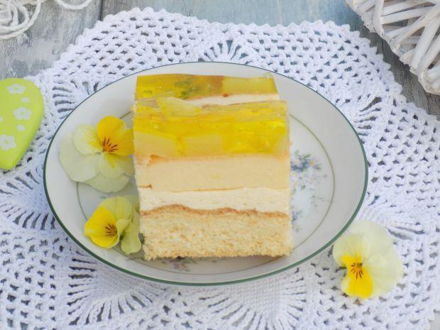 Ciasto tortowe z wkładką serową i ananasem