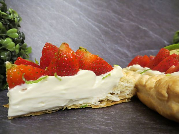 Ciasto truskawkowo-limonkowe