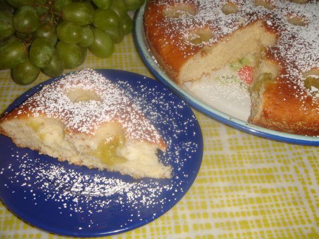 Ciasto ucierane na jogurcie z winogronem i kokosem