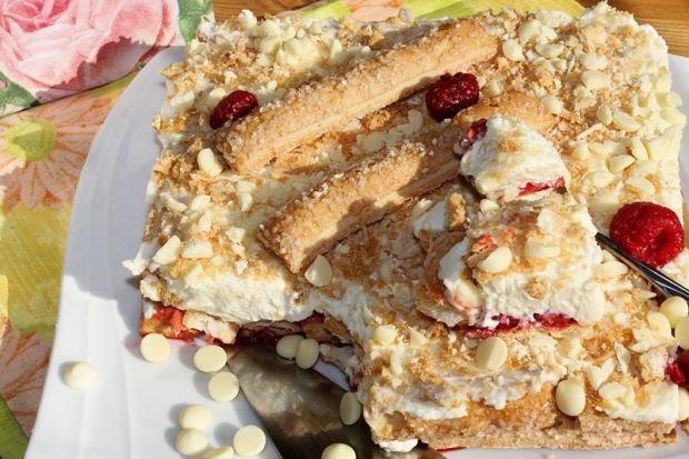Ciasto w 10 min z mascarpone, malinami i białą cze