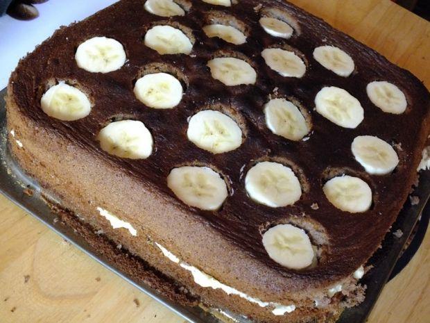 Ciasto z bananami posypane prince polo