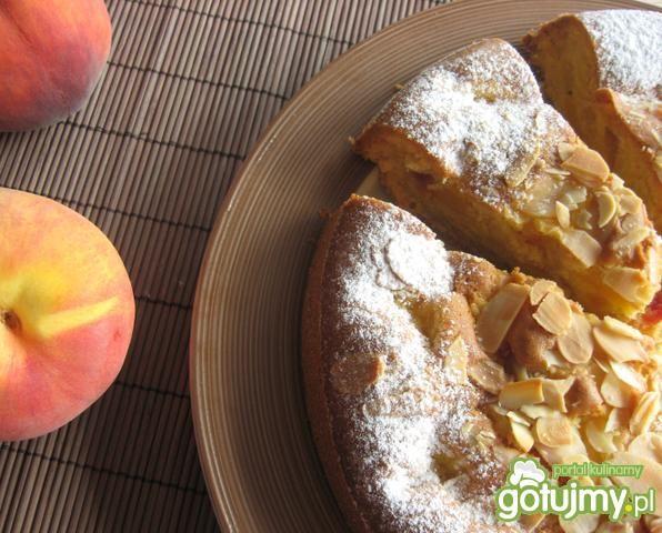 Ciasto z brzoskwiniami i migdałami