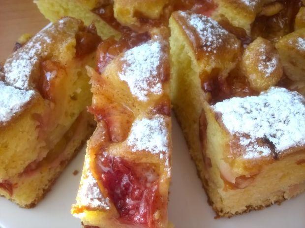 Ciasto z brzoskwiniami i ślliwkami