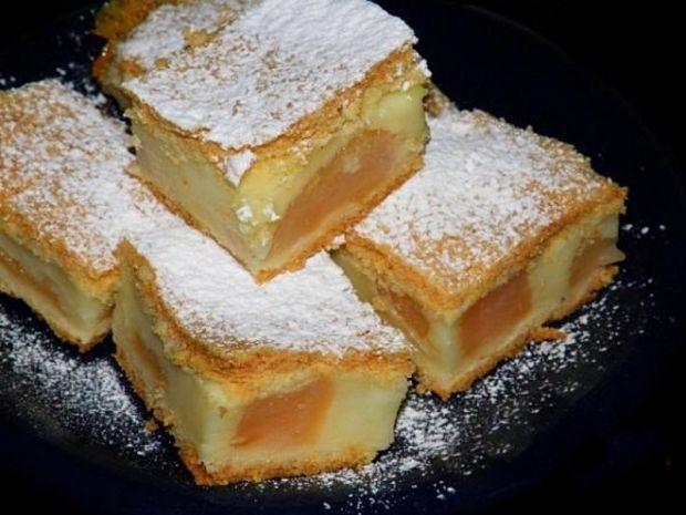 Ciasto z budyniem i gruszkami