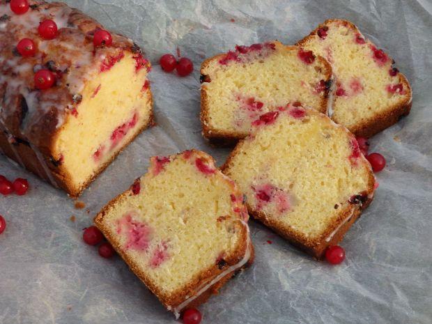 Ciasto z czerwoną porzeczką