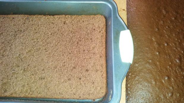 Ciasto z galaretką i bitą śmietaną