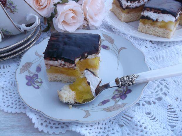 Ciasto z jabłkami, pianką i herbatnikami