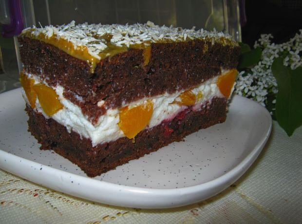 Ciasto z kakao i brzoskwiniami