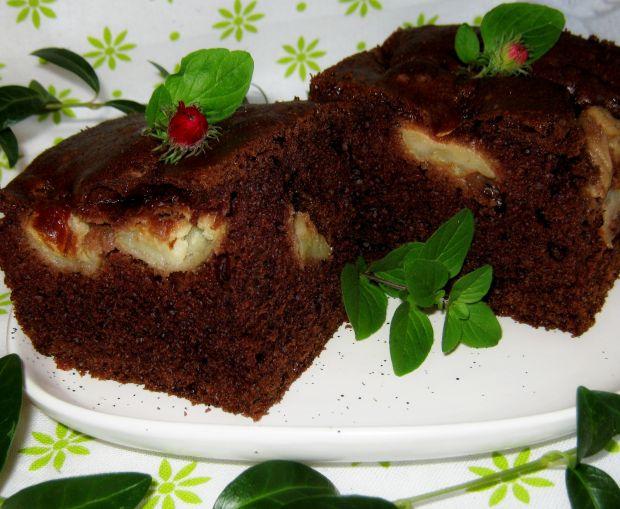 Ciasto z kakao, jabłkami i piernikową nutką