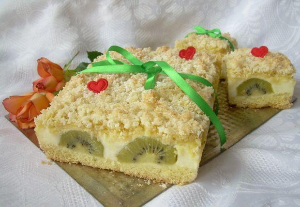 Ciasto z kiwi i budyniem pod kokosową pierzynką