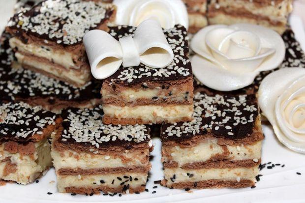 Ciasto z kremem budyniowo-chałwowym bez pieczenia