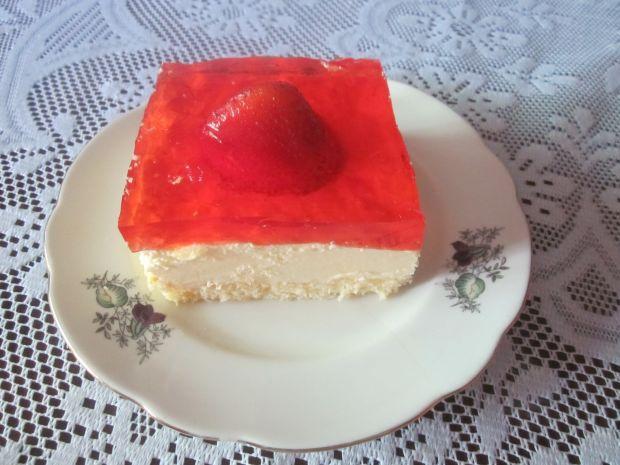 Ciasto z kremem i truskawkami