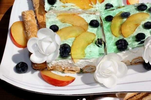 Ciasto z kremem mascarpone, owocami i galaretką