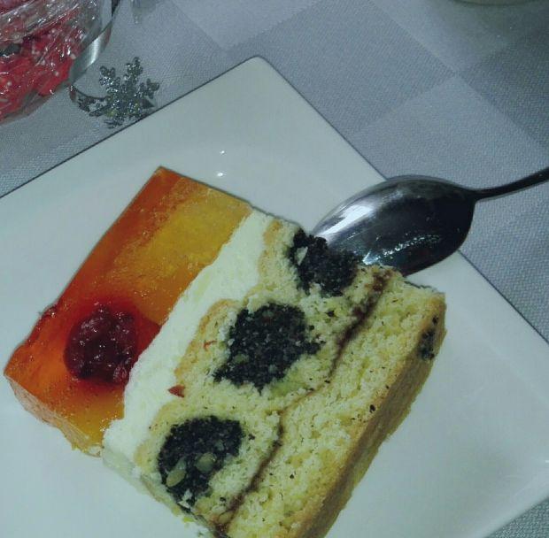 Ciasto z makowymi roladkami