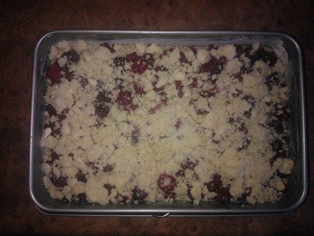Ciasto z malinami mieszane widelcem