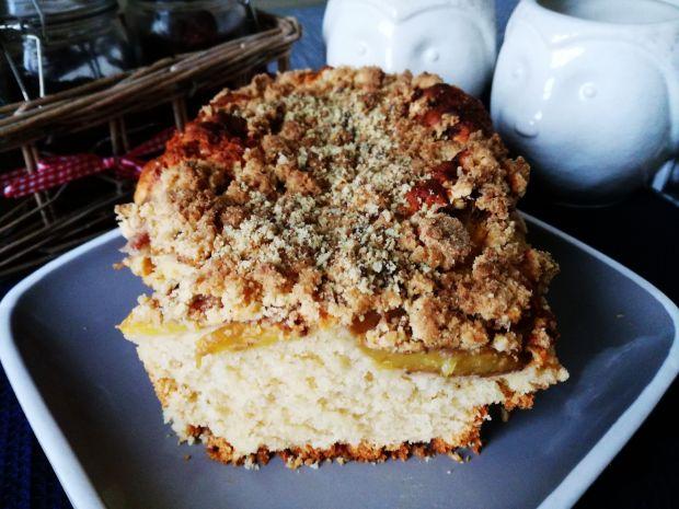 Ciasto z nektarynkami oraz pistacjami
