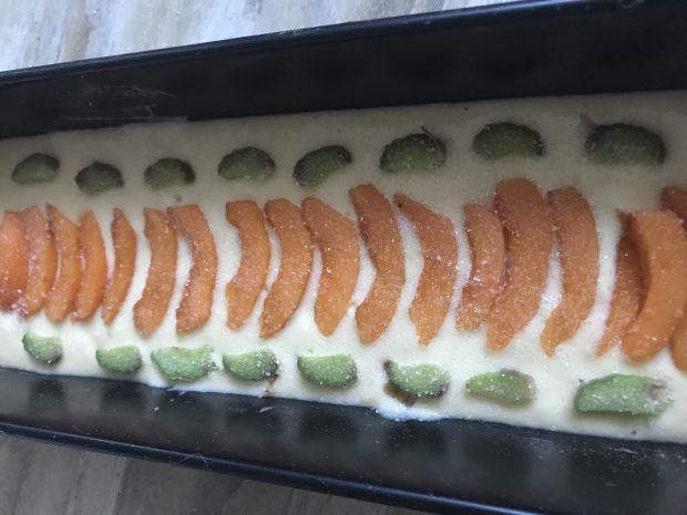 Ciasto z nieszpułkami i rabarbarem