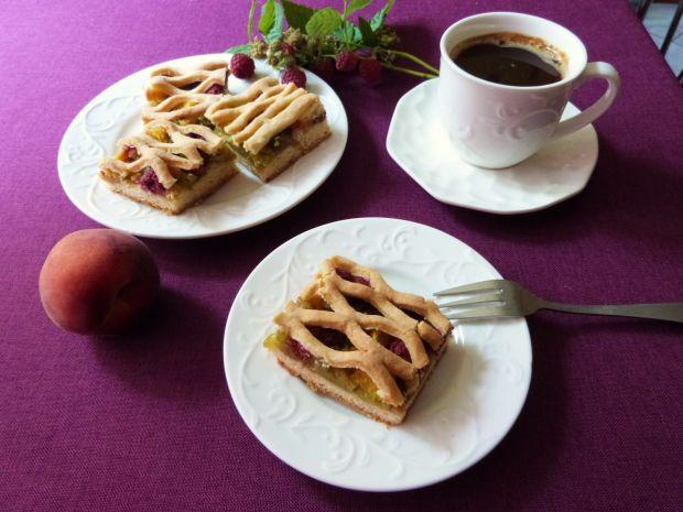 Ciasto z owocami i rabarbarem