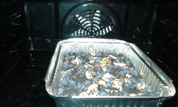 Ciasto z owocami pod czarnym sezamem
