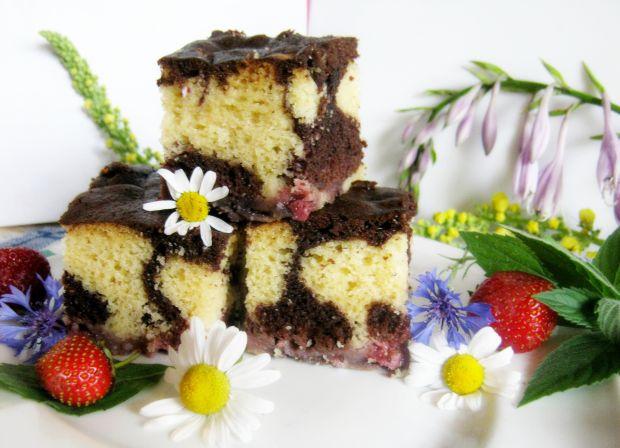 Ciasto z truskawkami i kakao