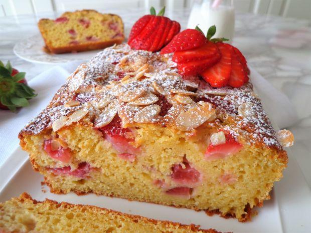 Ciasto z truskawkami, ricottą i migdałami