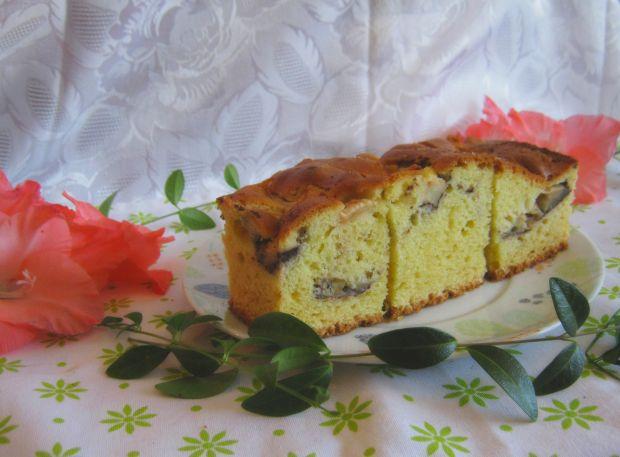 Ciasto z wodą gazowaną i jabłkami w kakao